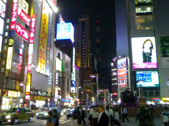 Dai-ichi Hotel Tokyo: Find this plaza and you'll find JR easily. Dai Ichi is the tall yellow building in the back.