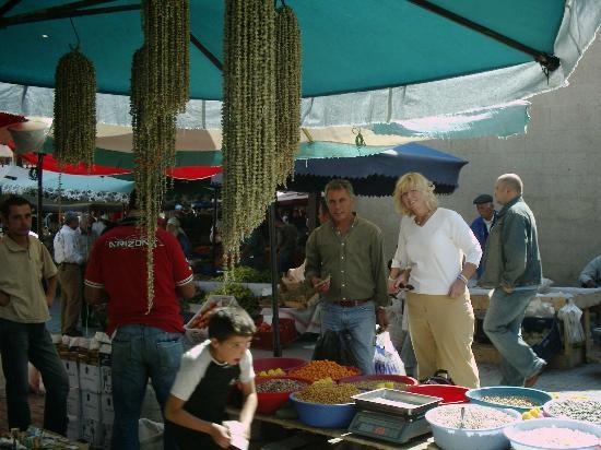 Arch Palace Hotel: Market day - Urgup