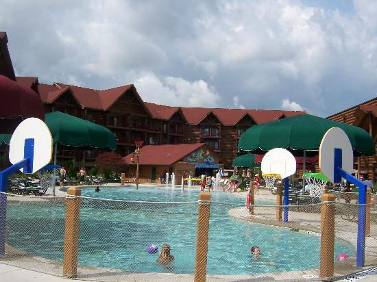 Outdoor pool at great wolf lodge picture of great wolf for Pool spa show niagara falls