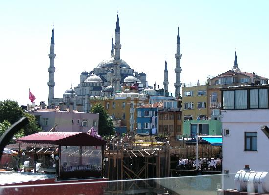 Poem Hotel Istanbul : View of the Blue Mosque from the roof