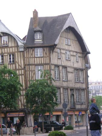 Le Royal Hotel : Troyes center (walking distance)