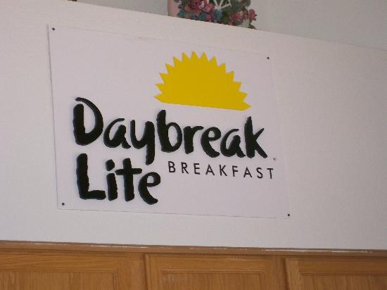 Americas Best Value Inn Phoenix/I-10 West: Daybreak Lite Breakfast
