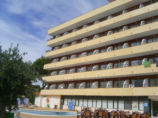 Lively Magaluf Hotel: The front of the hotel