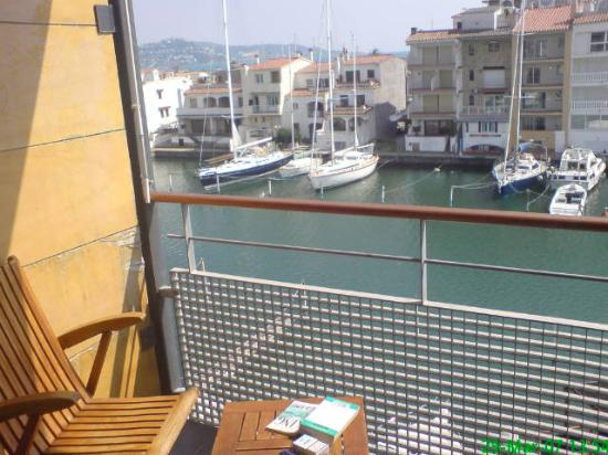 Port Salins Hotel : Canal side view