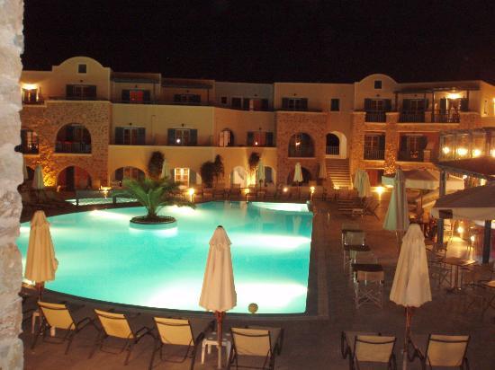 Aegean Plaza Hotel : NIght view
