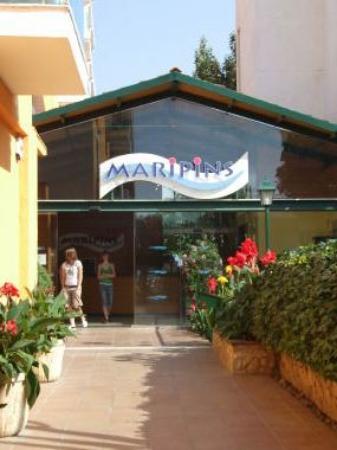 Malgrat de Mar, Hiszpania: front of hotel- tucked back from main street