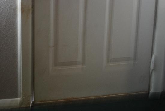 أميريكاز بست فاليو إن - بورتلاند/كوربوس كريستي: Bottom of front door