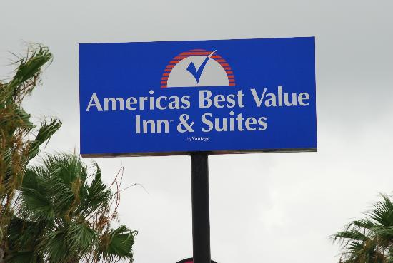 Americas Best Value Inn Portland/Corpus Christi: Sign