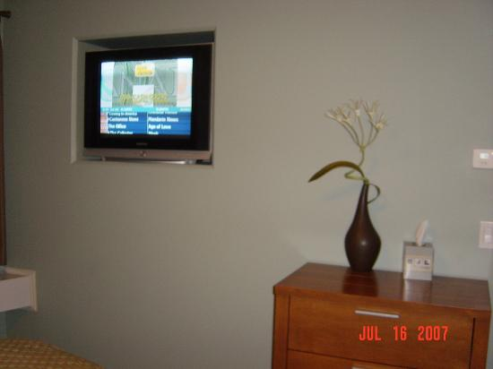 Old House Hotel & Spa: TV in bedroom