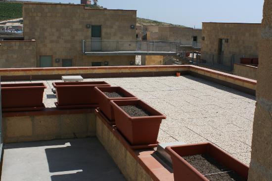 Soglia Village Menfi : Pericolosissimi terrazzi senza nessuna protezione