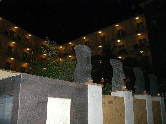 Hotel La Palmera: Vue de l'entrée