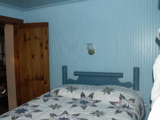 LaCross Farm Cottages: A bedroom