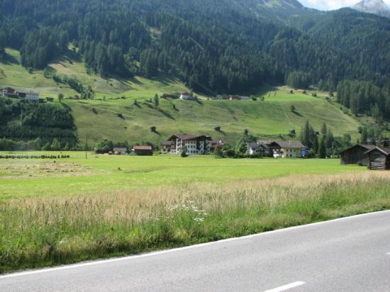 Alpenschloessl Hotel: Hotel Alpenschlossl (centre)