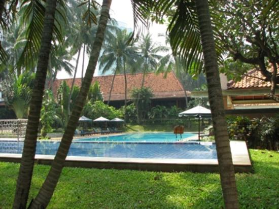 The Sultan Hotel & Residence Jakarta: the pool