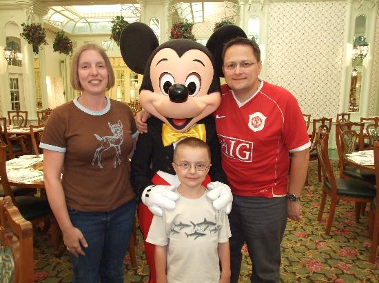 Hong Kong Disneyland Hotel: One of our Character experiences!