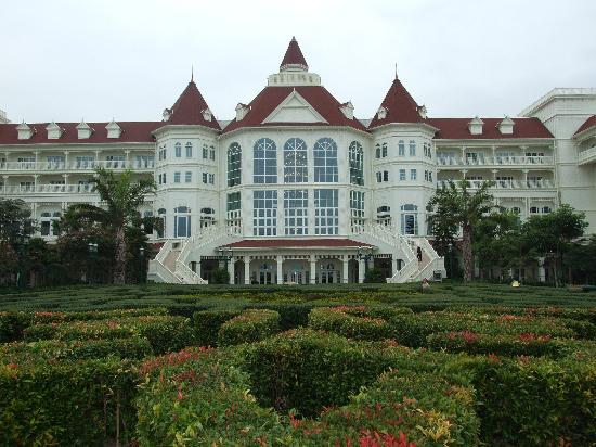 Hong Kong Disneyland Hotel: View of hotel from Sea