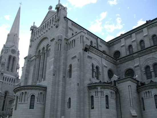Sainte Anne de Beaupre, Canada : Side of St. Anne's, Quebec