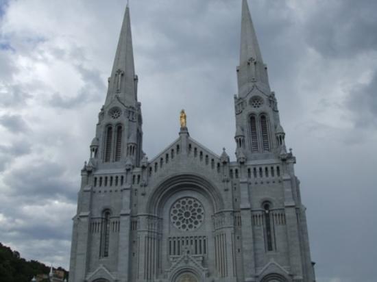 Sainte Anne de Beaupre, Canadá: Front of St. Anne's, Quebec