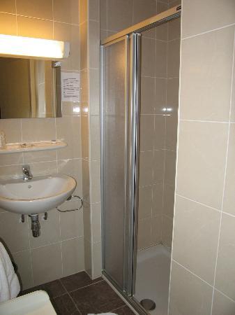 Golf De Saint Junien : Bathroom