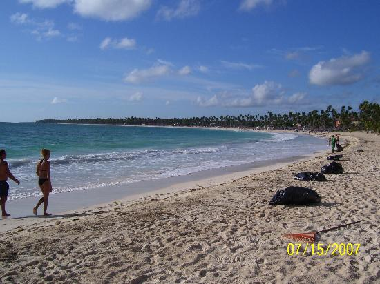 Punta Cana Princess All Suites Resort & Spa: Beautiful Beach (to right)!
