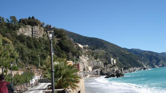 Hotel Punta Mesco: Monterosso, near train station