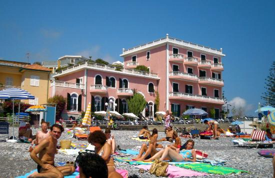 Piccolo Lido: The hotel by day