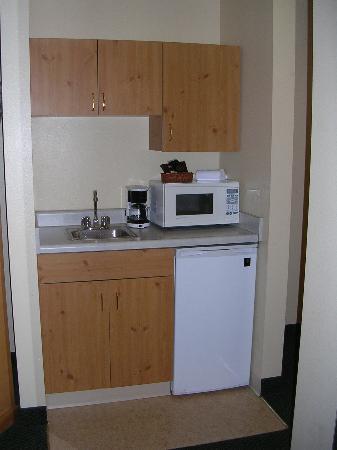 La Quinta Inn & Suites Eugene: Kitchenette area