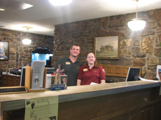 Queen Wilhelmina Lodge: Front Desk