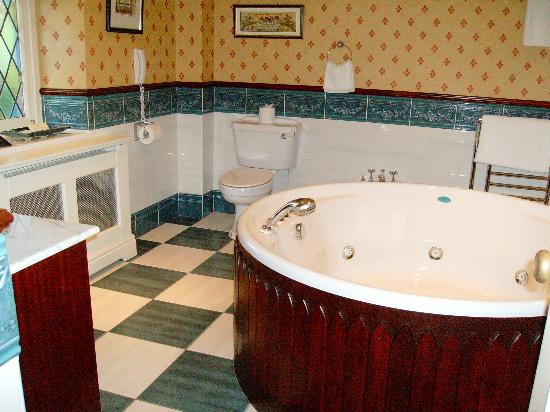Dromoland Castle Hotel: Suite - bathroom