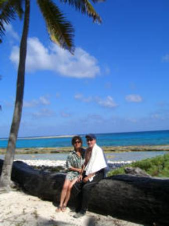 St. George's Caye Resort: On our Blue Hole dive trip, lunching at Half Moon Caye