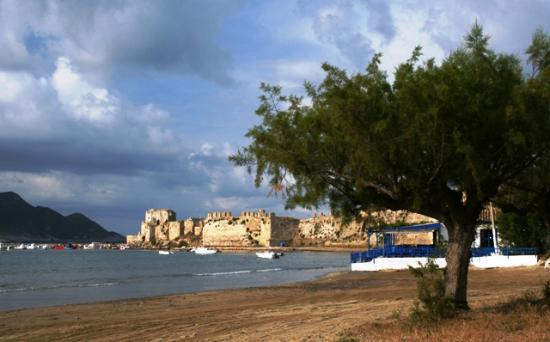 Castello Methoni: View at the castle from the beach
