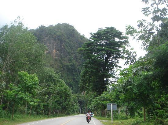 Anyavee Ao Nang Bay Resort: krabi road
