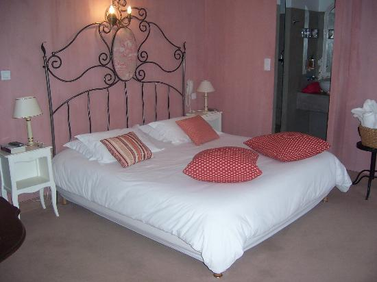 Hôtel Gounod : room 5, large double at front of hotel