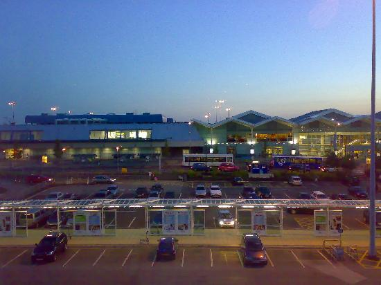 Novotel Birmingham Airport: View of the Airport from the Room