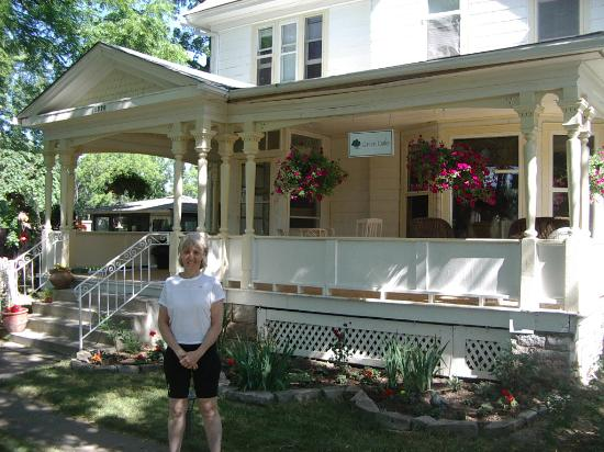 Green Oaks B&B : The front porch
