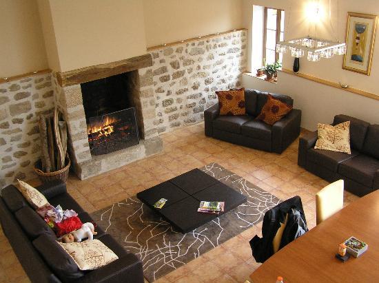 Jouillat, France : Maison Verte living room