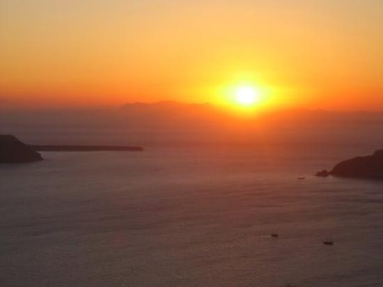 Caldera Apartments : The Famous Santorini Sunset