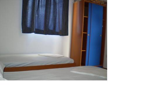 Apartments Montenegro: Two single beds