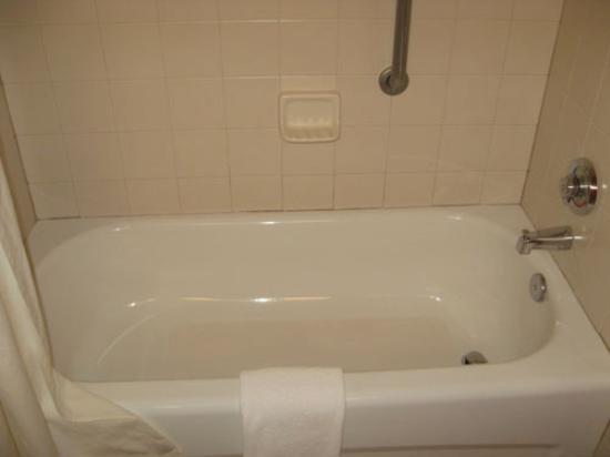 Wingate By Wyndham Charlotte Airport I-85 / I-485: Tub