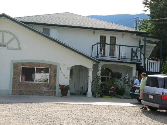 Sundog Bed & Breakfast: Sundog B&B Front View