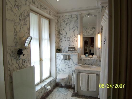 Hotel Luxembourg Parc : bathroom