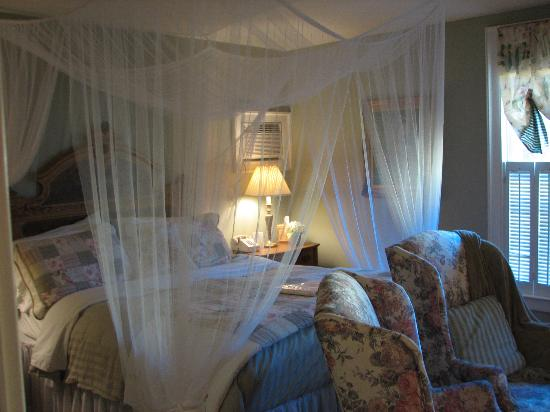 The White House Inn: Another bedroom