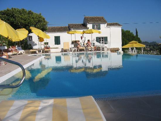 Le Hameau : Pool