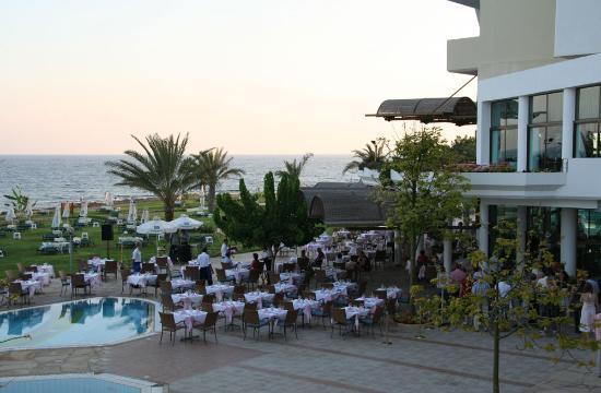 Constantinou Bros Athena Royal Beach Hotel: Evening Dining
