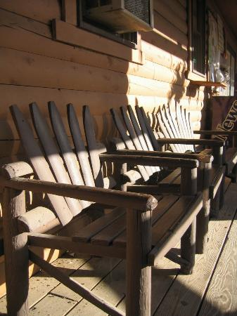 Kittatinny Campgrounds: benches