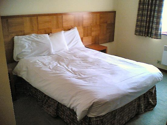 Ramada Leicester Stage: Bed