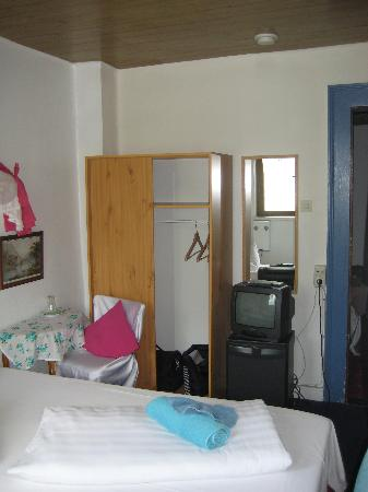 Hotel Kranenturm: bedroom 2