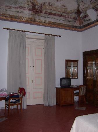 Hotel - Albergo California Positano: view of a portion of the Quad room