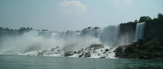 Hampton Inn Niagara Falls: View of the American falls from the Maid of the Mist
