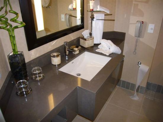Sofitel Los Angeles at Beverly Hills: Bathroom again!